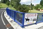 Mezina má koně na obecním znaku i na dopravní značce.