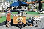 Tereza Posoldová nabízí kávu z pojízdného stánku v Krnově už více než rok.