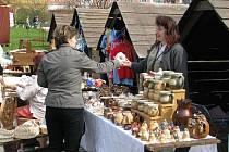 Oslavy Dne Země na krnovském náměstí v sobotu provázel tradiční jarmark.