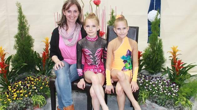 Gymnastické naděje. Zleva trenérka Hana Smékalová, Adéla Žerotínská, Aneta Ambrozyová.