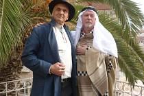 Šumné stopy je televizní dokument Davida Vávry a režiséra Radovana Lipuse (vpravo). Ten se v sobotu 13. června chystá do Krnova, aby v synagoze představil Šumné stopy československých architektů v Izraeli.