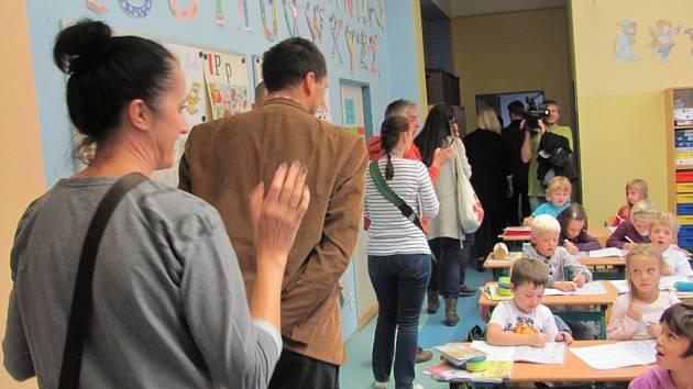 Krnovskou základní školu navštívili učitelé a studenti z Polska a Islandu.