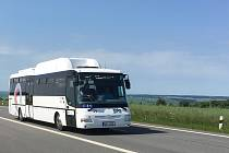 Nové autobusy na plyn nasadí nový dopravce v září na linku z Ostravy přes Opavu a Bruntál do Šumperku. Dosavadní dopravce Arriva ke konci srpna provoz ztrátové linky ukončí.