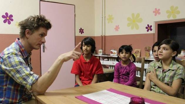 Děti v dětském domově ve Vrbně pod Pradědem soutěžily s velkým nadšením a zápalem. Tolik nadšení televizní štáb ještě nezažil. Jak se dětem vedlo, to uvidí diváci v úterý 18. prosince  v 18.25 na ČT 1.