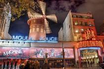 Symbol pokleslé zábavy, Moulin Rouge. Libora Kappela tento symbol Paříže nikterak neuchvátil – ani samotná stavba, ani tanečnice, které uvnitř tancovaly potom nahé.