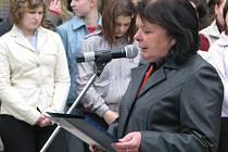 Krnovská starostka Renata Ramazanová přednesla u pietního místa proslov.