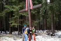 Půlmílový kříž je zmíněn už v německo jazyčném  průvodci Vrbnem z roku 1888. Nepodařilo se sice zjistit jak a kdy zanikl, ale z iniciativy místních byl obnoven na svém původním místě.