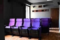 ART klub pro dvacet diváků může sloužit nejen k promítání filmů, ale i pro přednášky, semináře, školení, autorská čtení a obdobné akce.