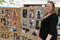 Eliška Sintová představila několik svých zdařilých snímků při květnovém Kloboukovém majálesu na náměstí Míru v Bruntále.
