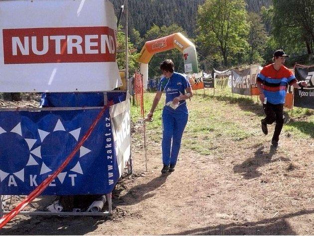 Pro běžce byla připravena náročná trať.