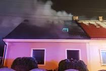 Požár domku ve Dvorcích způsobil škody odhadované na dva miliony korun.