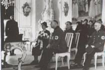 Funkcionáři NSDAP vykonávali v období druhé světové války svatební obřady v prostorách rytířského sálu bruntálského zámku.