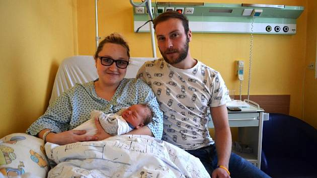Jmenuji se ŠIMON BAČOVSKÝ, narodil jsem se mamince Klárce a tatínkovi Jirkovi v porodnici krnovské nemocnice přímo o Štědrém večeru.