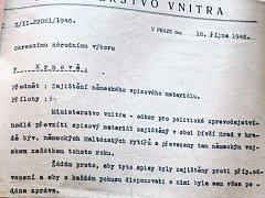 Rozkaz Ministerstva vnitra, aby Okresní národní výbor v Krnově zamezil vývozu archivu mimo území České republiky, přišel příliš pozdě, v říjnu 1945. V té době se už archivu zmocnili sověti a odvezli ho z Dívčího Hradu neznámo kam.