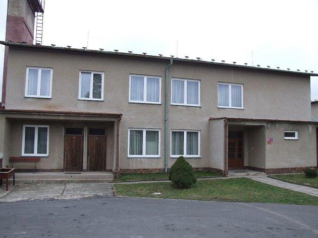 Mateřská škola v Horním Benešově má nová okna, proběhla v ní generální oprava topení.