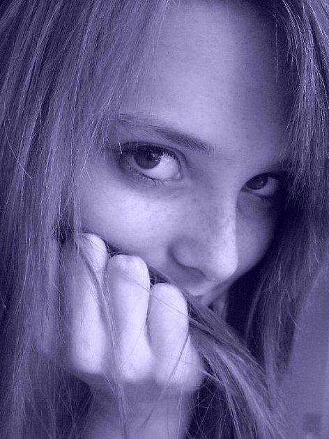 """Šárka Ščudlová 16 let, Krnov, studentka SPgŠ a SZŠ Krnov: """"Vůbec tomu nevěřím, protože si myslím, že konec světa nebude. Budou jenom nějaké změny na naší planetě, ale zánik světa nevznikne."""""""