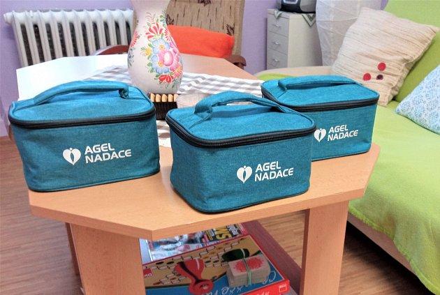 Balíčky pohody od Nadace Agel potěšily klienty Sociální služby Podhorská.