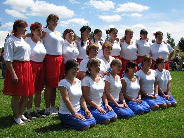 Trnky, brnky jako tanec nacvičily pro Den obce členky pobočky svazu žen z Razové. Při dámské volence jim poté do skoku zahrála oblíbená Mistříňanka.