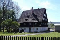 Objekt bývalé kosárny v Karlovicích je z hlediska architektury tvarově i dispozičně ojedinělý.