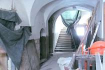 Dokončení rekonstrukce domu na hlavním náměstí v Albrechticích a jeho další využití rozhodne až další zastupitelstvo.