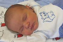 Jmenuji se FRANTIŠEK KAUCKÝ, narodil jsem se 11. dubna, při narození jsem vážil 3540 gramů a měřil 50 centimetrů. Moje maminka se jmenuje Kateřina Kaňoková a můj tatínek se jmenuje Libor Kaucký. Bydlíme v Lichnově.
