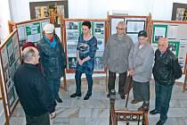 Krnovská radnice od pondělí 23. března nabízí v mezipatře výstavu fotografií a dokumentů, které se vztahují k tématu nuceného nasazení Čechů i dalších národů v Hitlerově Třetí říši.