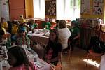 Děti z malotřídek z Dětřichova nad Bystřicí, Malé Morávky, Dolní Moravice, Karlovy Studánky, Razové a Slezských Rudoltic se před prázdninami setkaly u kolegů v Hošťálkovech.