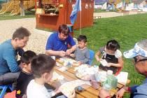 Pavel Brída tisíce kilometrů od rodného Krnova v čínském městě Wuxi postavil zábavní park zaměřený na poznávání Evropy. Čínským dětem ukazuje také kouzlo českých Velikonoc.