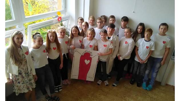 Dobří andělé z bruntálské základní školy mají radost, že mohou pomáhat.