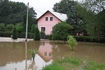 Noční bouřka ze soboty 24. na neděli 25. července na osoblažsku rozvodnila bezejmenné potoky a strouhy.
