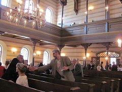 Veřejnost si poprvé mohla prohlédnout zrekonstruovanou krnovskou synagogu, její rekonstrukce trvala čtyři roky. Přišli také předváleční krnovští rodáci.