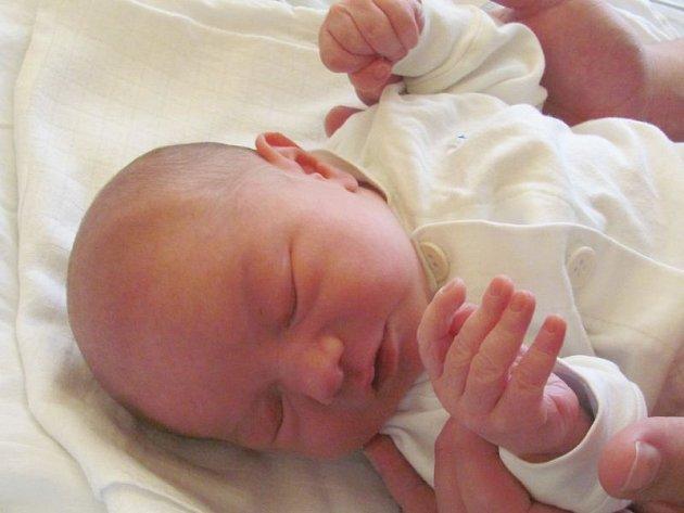 Jmenuji se FILIP BRETTSCHNEIDER, narodil jsem se 22. září, při narození jsem vážil 3515 gramů a měřil 49 centimetrů. Moje maminka se jmenuje Magdaléna Žáková a můj tatínek se jmenuje Marek Brettschneider. Bydlíme v Bruntále.