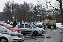 Díky vojákům, kteří pomáhají v domově seniorů, můžeme v ulicích Krnova obdivovat lehké obrněné vozidlo Iveco.