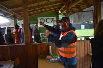 Česká zbrojovka si pro krnovskou střelnici tentokrát připravila kolekci třiceti sportovních, armádních, loveckých a osobních zbraní, jakou hned tak někde pohromadě neuvidíte.