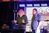 Zdenek Jeník a Petr Strnadel se 17. listopadu podělili s návštěvníky  klubu Kofola o své vzpomínky na události před třiceti lety.