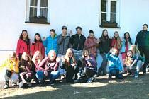 Žáci a pedagogové Základní školy a mateřské školy A. Kučery v Ostravě Hrabůvce při ozdravném pobytu v Jeseníkách.