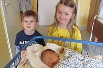 Eliška Krystynová se narodila 26.března 2012 při narození vážila 3650 gramů a měřila 50 centimetrů, maminkou se stala Jana Krystynová a tatínkem se stal Jan Krystyn, se sestřičkou jsou vyfoceni její sourozenci Maruška a Davídek, Bruntál
