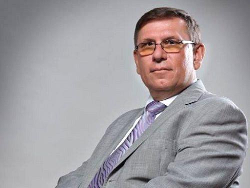 Petr Dokládal, krnovský rodák, žil ve svém rodném městě do roku 1977. Má za sebou práci diplomata, nyní pracuje jako generální ředitel společnosti ČEZ v Bulharsku.