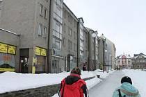 Radniční ulice a bytovky, které hodlá rýmařovská radnice rekonstruovat a zateplit.