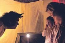Strašidelný mezinárodní podvečer ve Flemmichově vile pobavil všechny generace, děti se doopravdy bály.