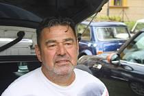Rostislav Škubník je vyhlášený znalec aut Mini. Je rovněž muzikant a organizátor motoristických a společenských akcí.