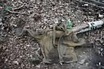Tričko a mikina muže, jehož tělo bylo nalezeno v červnu v Arnultovicích.