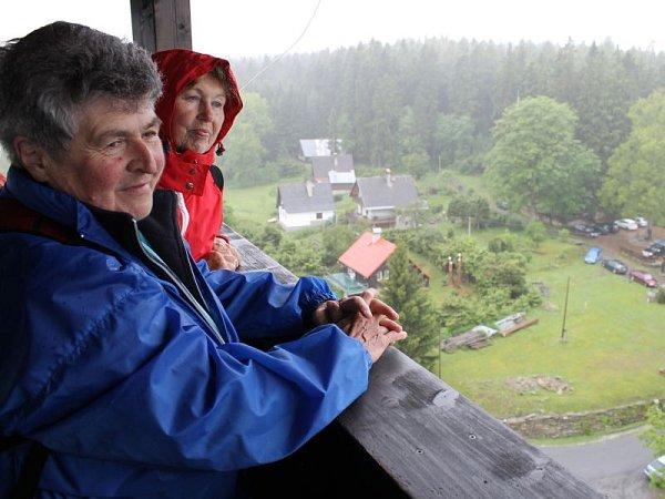 Vyhlídková věž, kterou zpřístupnili poprvé ve čtvrtek 29.května vlokalitě zvané Na Vyhlídce vNové Vsi nad Dolní Moravicí.