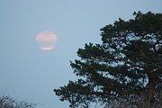 Superúplněk  19. února dodal známým krnovským dominantám zvláštní atmosféru.