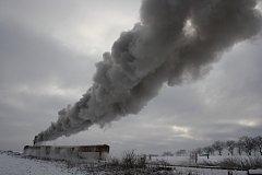 Parní lokomotiva při nízkých teplotách zanechává efektní dýmovou stopu, takže nejen děti, ale i fotografové se už nemůžou dočkat Mikulášské jízdy. Ta se na Osoblažce koná 1. prosince.