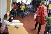 Beruška a Ferda Mravenec vedli budoucí prvňáky zápisem do školy.