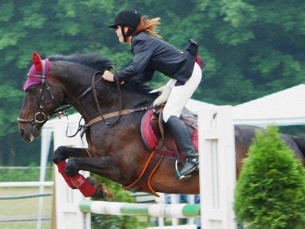 Veronika Klárová v sedle koně Noli Tangere.