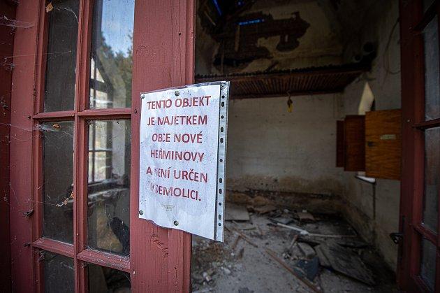 VNových Heřminovech pokračuje demolice vykoupených domů. Jedná se odalší etapu příprav na stavbu přehrady.