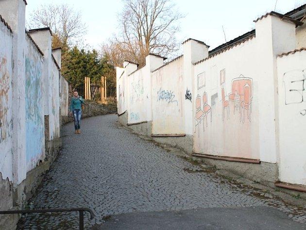 Farní ulička v Bruntále bude kvůli rekonstrukci uzavřena.