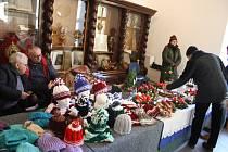 Zámek Linhartovy už má sice po hlavní sezoně, ale oblíbený Vánoční jarmark si nikdo nechtěl nechat ujít.